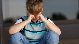 «Тымоего сына оскорблял»— женщина заставила подростка извиняться наколенях