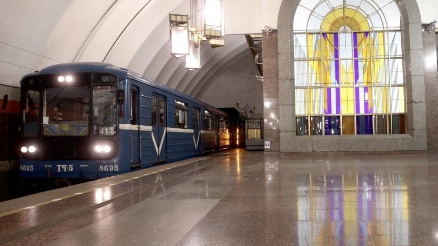 Пассажир упал напути настанции метро «Лиговский проспект» вПетербурге