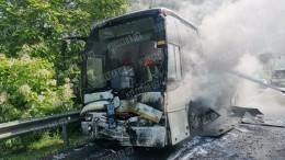 Первые кадры сКубани, где натрассе загорелся автобус сдетьми