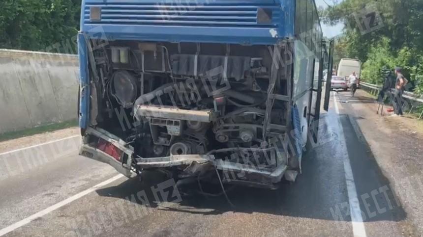 Видео последствий ДТП сдвумя перевозившими детей автобусами наКубани
