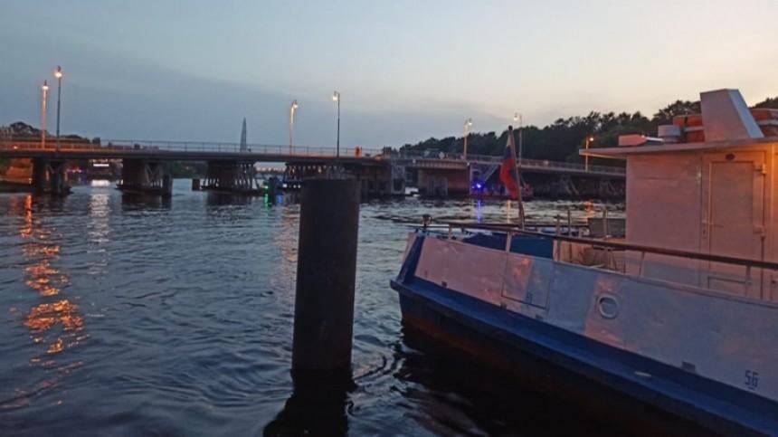 Маломерное судно затонуло после столкновения степлоходом вПетербурге