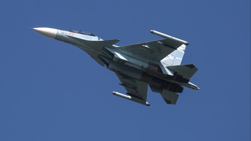 Истребитель Су-30СМ сопроводил самолет-разведчик США над Охотским морем