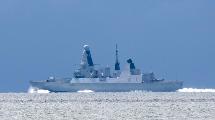 Наприцеле: первые кадры выдворения изРФэсминца Великобритании вЧерном море