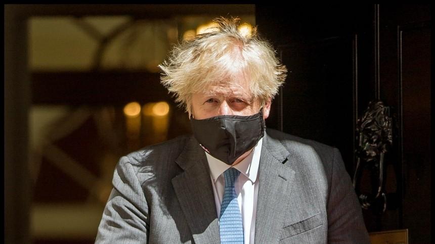 Борис Джонсон заявил озаконном нахождении британского эсминца уберега Крыма