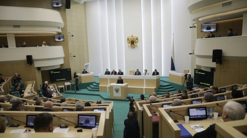 «Ералаш» вСовфеде: замглавы Росгвардии рассмешил Матвиенко ипарламент