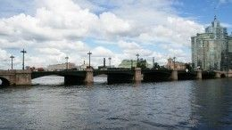 Корреспондент телеканала «78» спас человека наСампсониевском мосту— видео