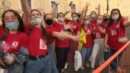 «Даришь людям праздник»: волонтеры рассказали оработе на«Алых парусах»