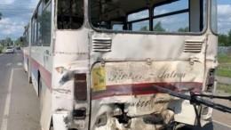 Шесть человек госпитализировали после столкновения автобусов под Архангельском