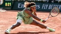 Серена Уильямс из-за травмы снялась сУимблдонского турнира прямо вовремя игры