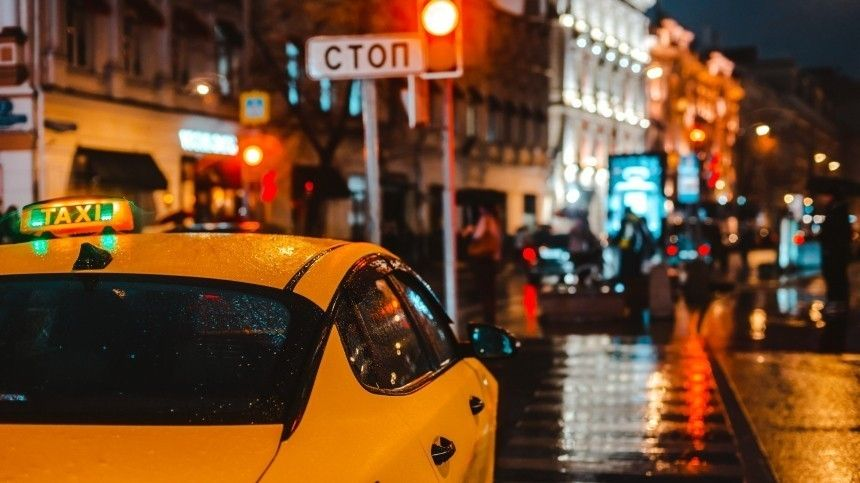 Таксистам состажем менее трех лет могут запретить пользоваться агрегаторами