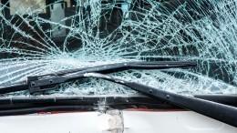 Видео: несущийся BMW надве части разорвал пешехода вАстрахани