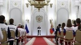 Путин навстрече солимпийцами: Россия будет поддерживать «теплом своих сердец»