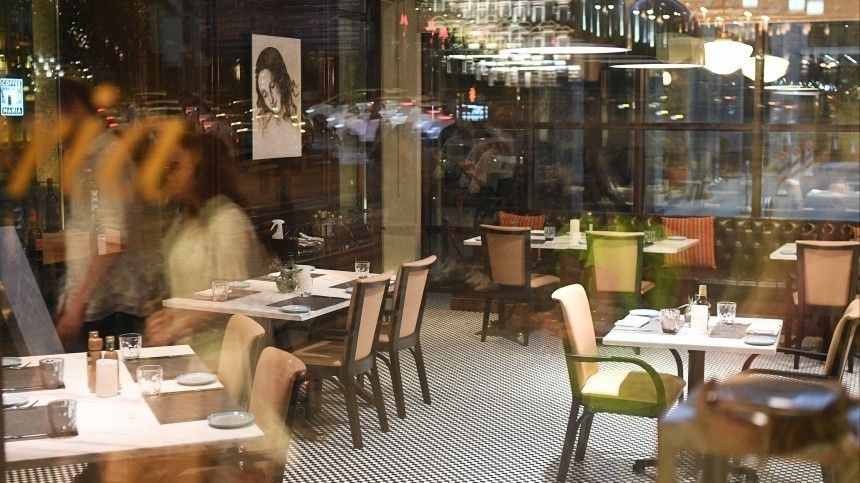 Вход только со«Спутником»: Как работают рестораны вМоскве ивведутли QR-коды вПетербурге?