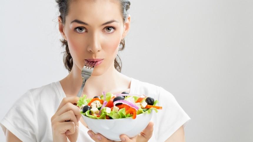 Жесткие диеты ненужны: эксперт раскрыл секрет быстрого илегкого похудения