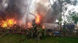Неменее 40 человек удалось спасти после крушения самолета наФилиппинах