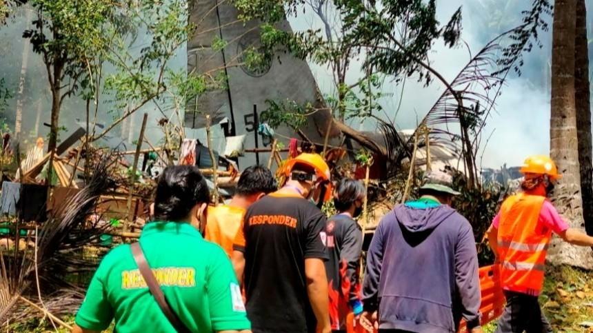 Число жертв крушения филиппинского военного самолета возросло до29