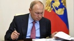 Песков оценил идею издать полное собрание сочинений Путина