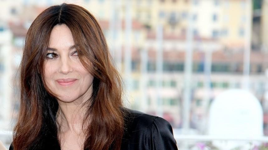 Сдержанность исексуальность: Беллуччи снялась сдочерью для обложки Vogue