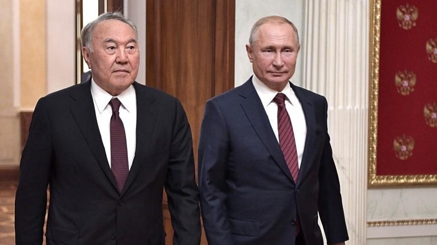Владимир Путин поздравил Нурсултана Назарбаева сднем рождения