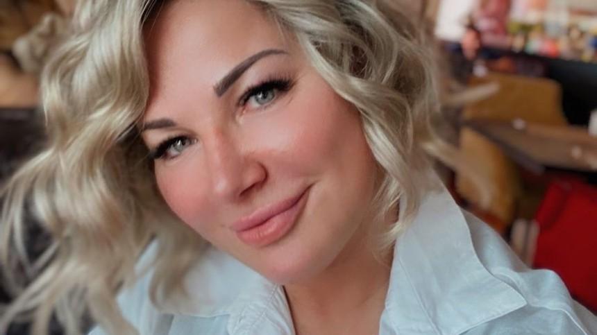 Уехавшая вОдессу Максакова показала фигуру вбелоснежном бикини— фото