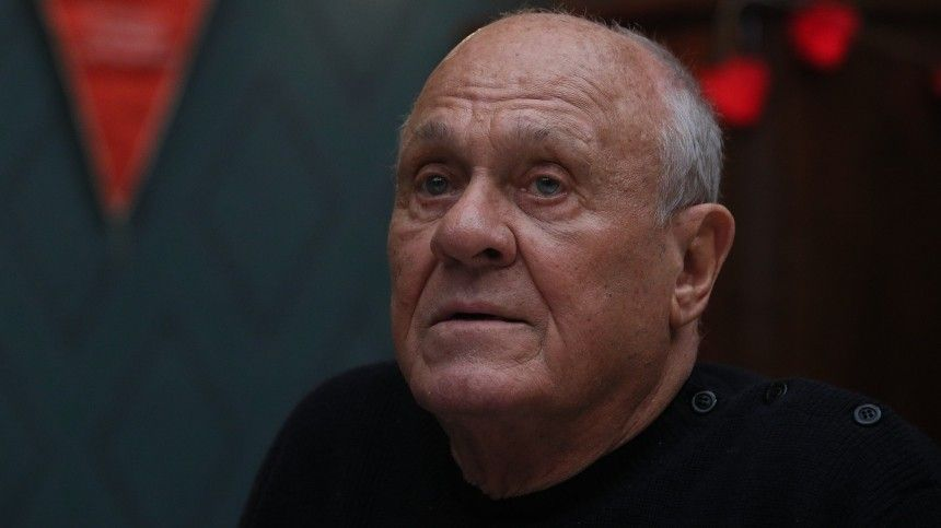 Поклонники изнаменитости съезжаются кместу прощания сВладимиром Меньшовым