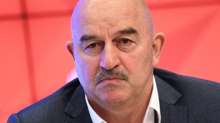 Черчесов покинул пост главного тренера сборной России пофутболу
