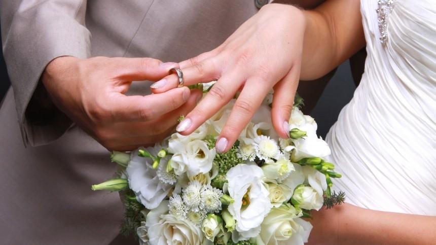 Более 70% россиян оказались сторонниками официального брака