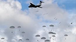 Более 1,2 тысяч военнослужащих десантировано входе учения под Псковом