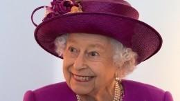 Королева Елизавета II зашла впаб насъемках главной британской мыльной оперы
