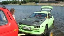 Умелые руки: житель Пскова изобрел автомобиль-амфибию— репортаж