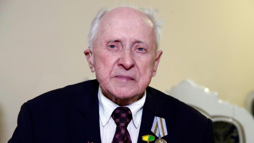 Мошенники снова пытались обмануть ветерана, которого Путин укрыл плащом наПараде