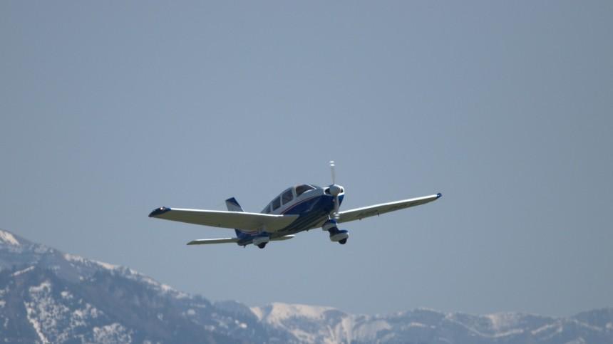 ВКоми легкомоторный самолет совершил вынужденную посадку наавтодорогу— фото