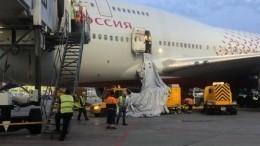 Стало жарко: пассажир рейса Москва-Анталья саботировал вылет, открыв аварийный люк