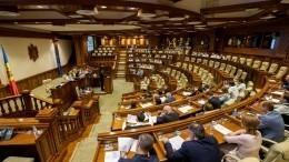 Напарламентских выборах вМолдавии лидируют сторонники главы государства