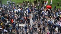 Заслова ответишь: экс-силовики штурмуют Верховную раду, требуя встречи спрезидентом