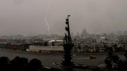 «Плавающие» самолеты ваэропорту, поваленные деревья, затопленные дороги! Шторм вМоскве