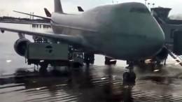 Мощный шторм превратил «Шереметьево» извоздушной гавани вводную— видео