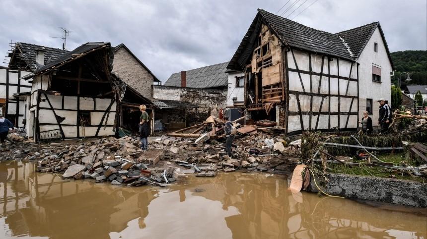 Число жертв мощного наводнения вГермании возросло до80 человек