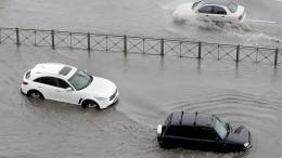 Возможны дожди, местами сильные: улицы российских городов уходят под воду