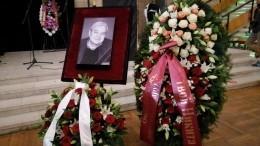 Видео: гроб стелом Александра Стефановича вынесли изДома кино