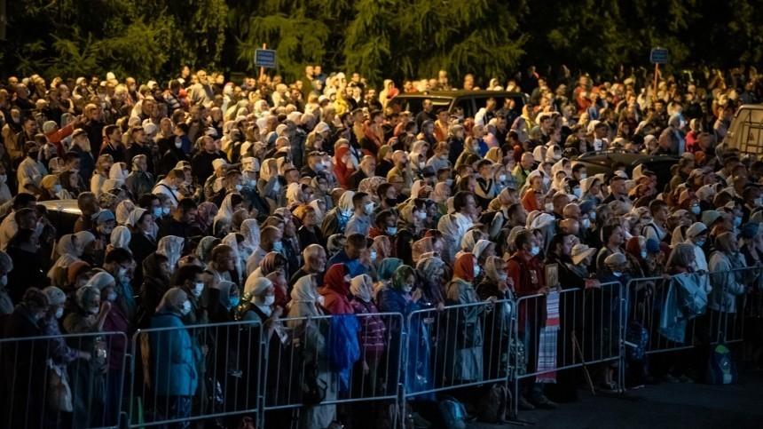 «Запрещенный» крестный ход вЕкатеринбурге собрал почти три тысячи верующих