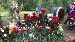 «Сильное впечатление»: гроб стелом Мамонова невлез вмогилу напохоронах