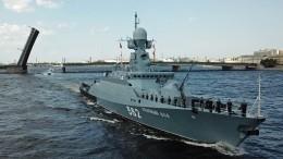 Видео масштабной репетиции главного парада коДню ВМФ вПетербурге