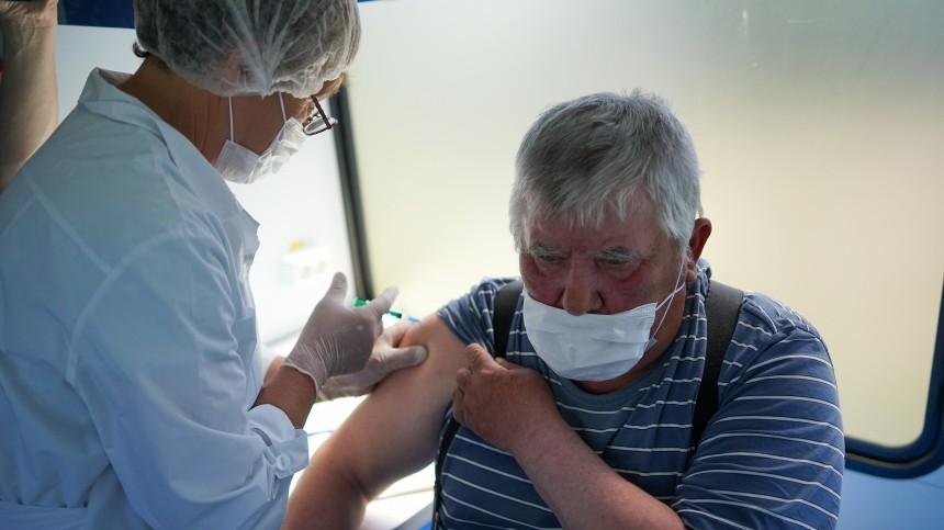 Пенсионерам предложили начать платить запрохождение вакцинации отCOVID