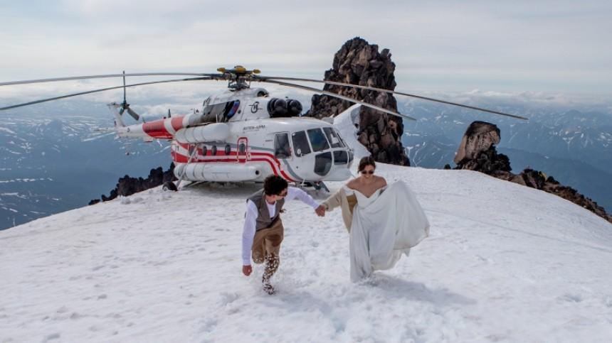 Фото недели: свадьба навулкане, полет Ричарда Брэнсона исмерть Петра Мамонова