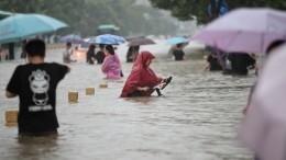 Наводнение вкитайской провинции Хэнань разрушило плотину водохранилища
