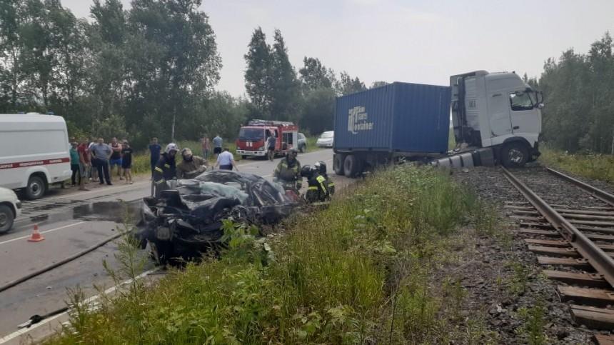 Легковушка влетела под грузовик под Хабаровском. Четверо погибли— фото