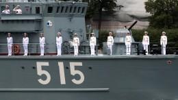 Генеральная репетиция Главного военно-морского парада прошла вПетербурге —видео