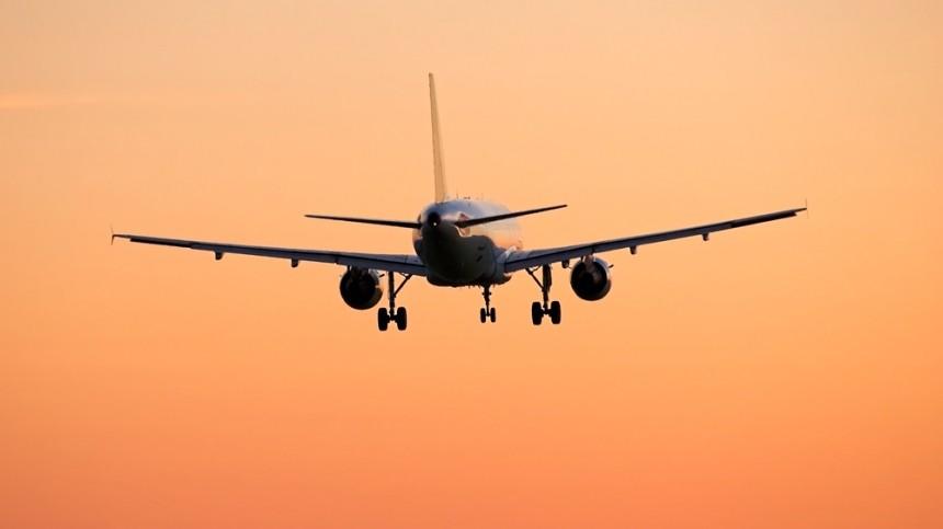 Пассажирский самолет рейса Уфа— Сургут готовится каварийной посадке