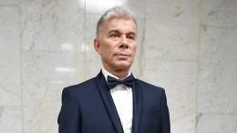 Олег Газманов лег под нож для удаления «опухоли» налице